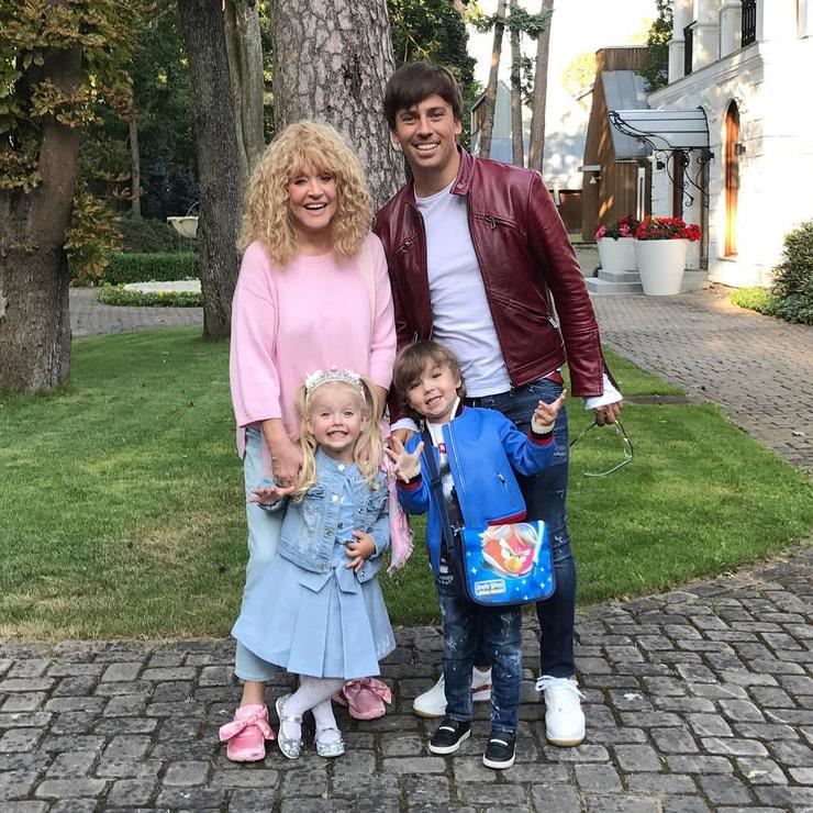 Алла Пугачева и Максима Галкин с детьми