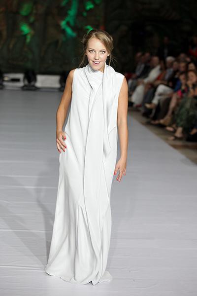 Свадебное платье актриса пока примеряла только на показе мод