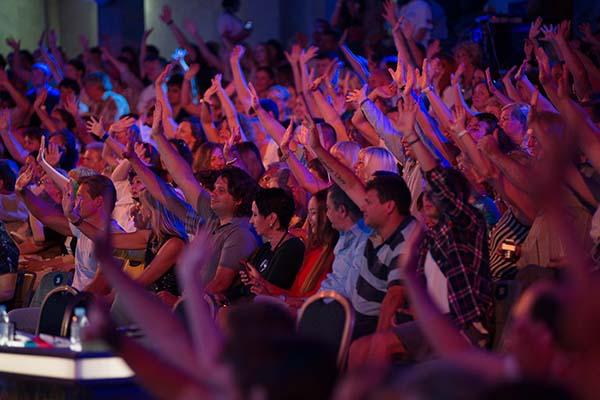 Зрители горячо поддерживали конкурсантов