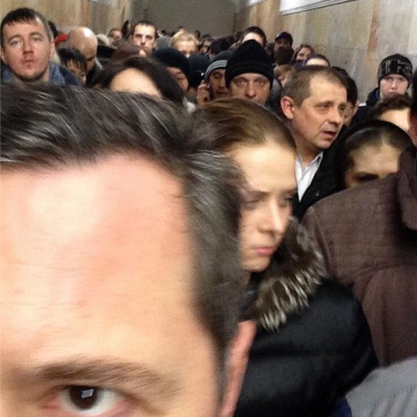 Селфи в метро - новый звездный тренд?