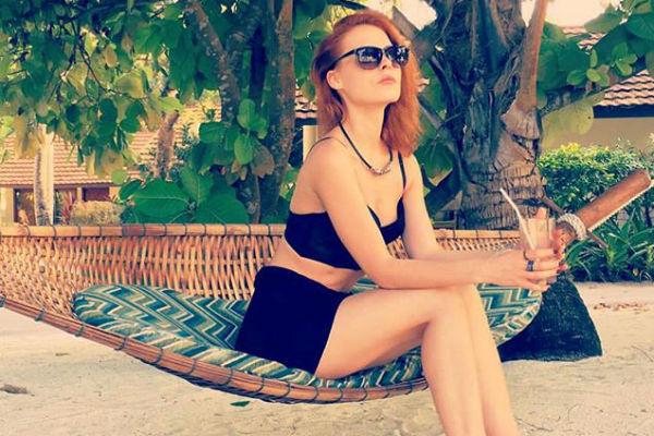 Мэрилин релаксирует на пляже