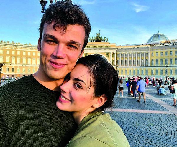 Познакомившись, они романтично встречали белые ночи в Петербурге