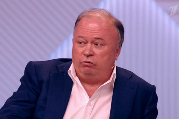 Андрей Караулов считает, что между Максаковой и Аллилуевой нет ничего общего