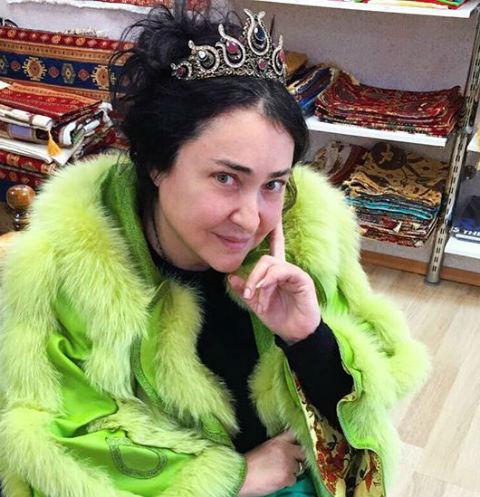 Лолита Милявская в короне и без макияжа