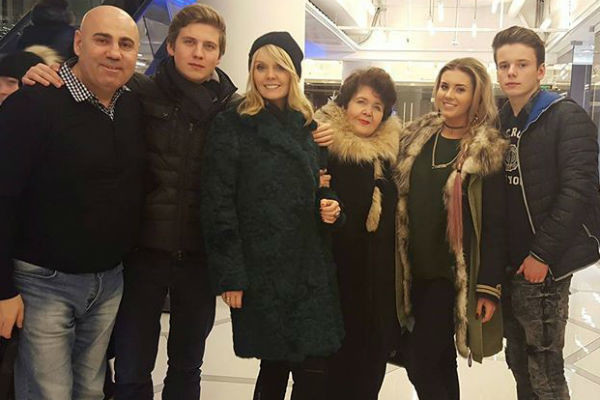 Семья певицы часто собирается вместе