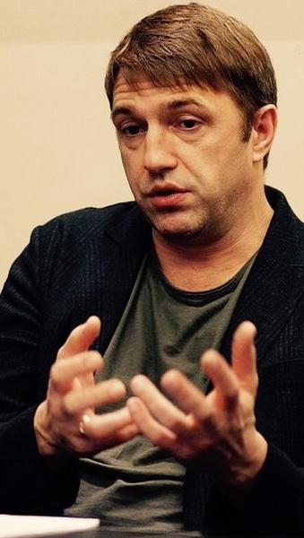 При желании можно найти и снимки Владимира с обручальным кольцом