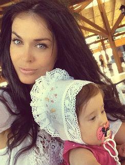 Таня Терешина с дочкой Арис