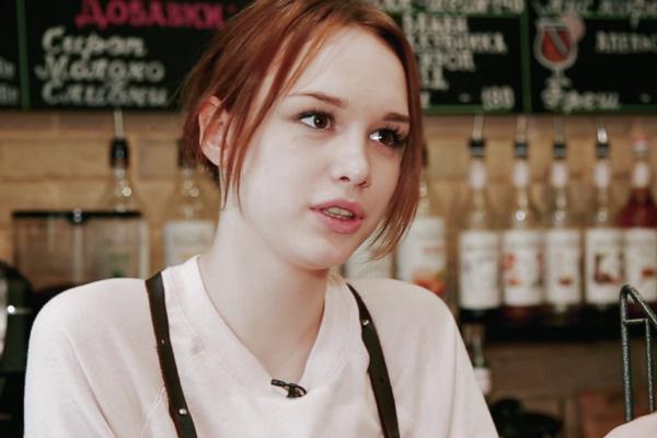 Диана работает в кофейне