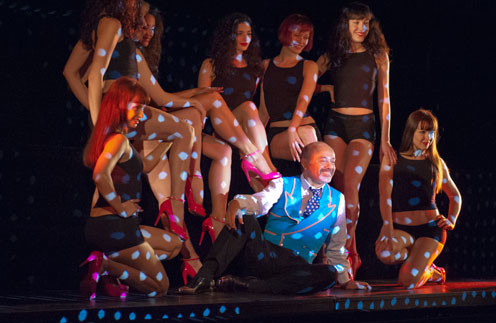 Кристиан Лабутан с танцовщицами Crazy Horse