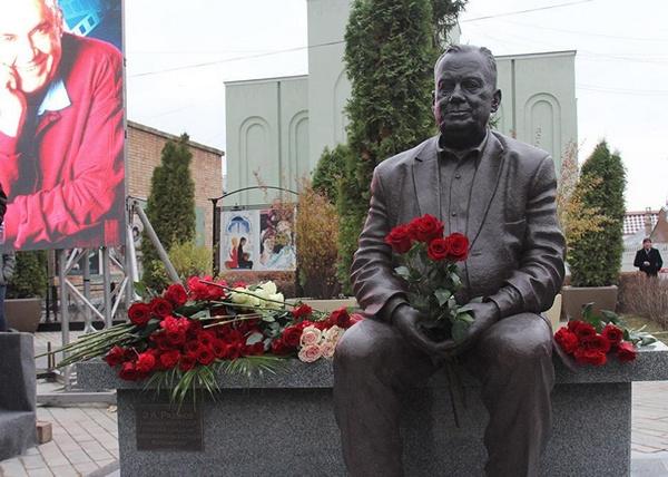 Памятник Рязанову в Самаре