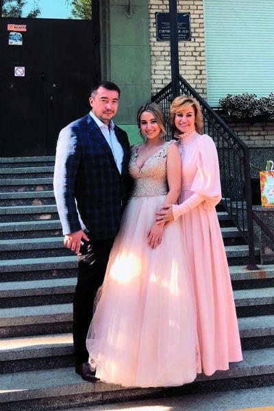Анна Ковальчук с дочерью и мужем