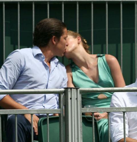 Влюбленные не стесняются демонстрировать чувства