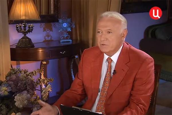 Борис Ноткин вел на ТВЦ авторскую программу «Приглашает Борис Ноткин»