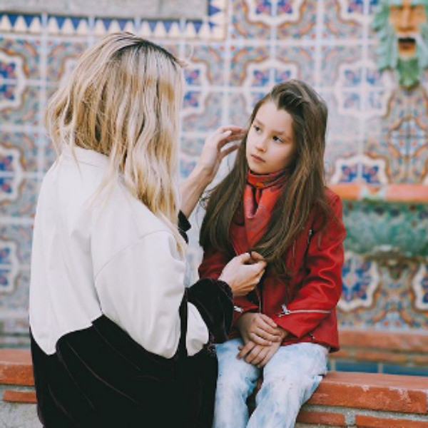 Певица со старшей дочерью Евой
