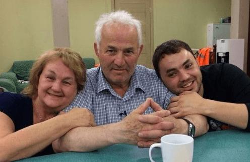 Александр Гобозов с родителями