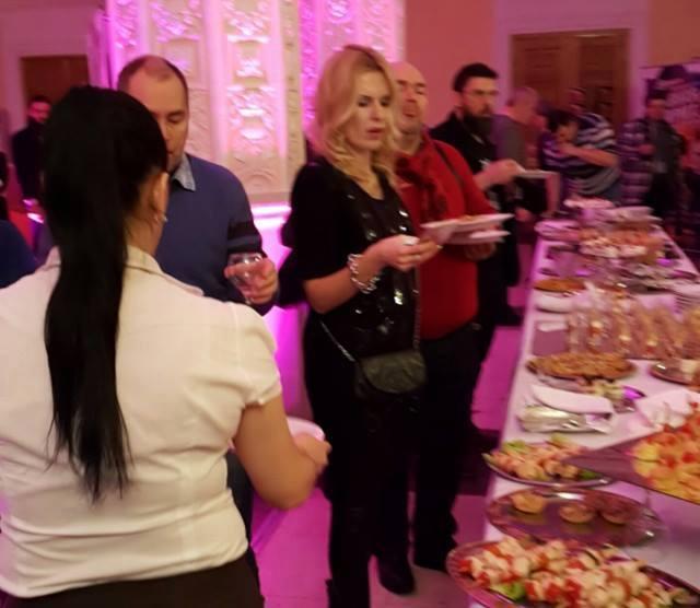 Елизавета Круцко с удовольствием позировала фотографам и общалась с коллегами