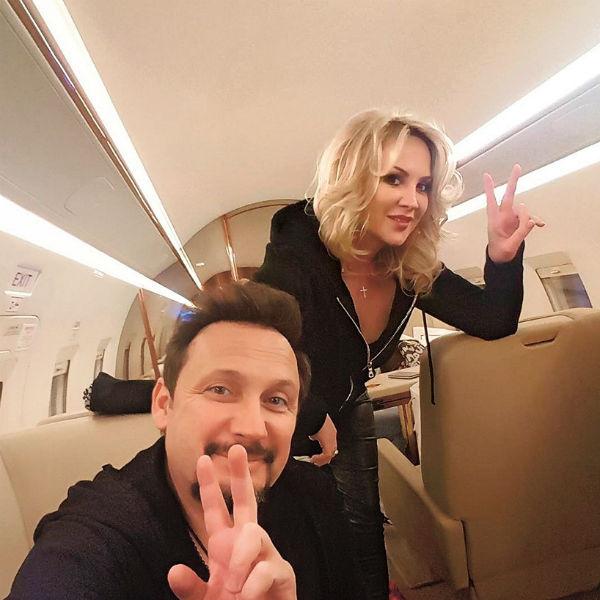 Супруга артиста Инна часто летает на гастроли вместе с ним
