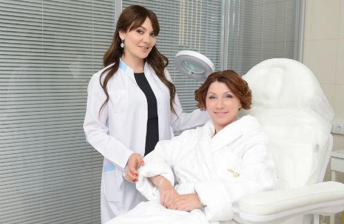 Роза Сябитова с врачом-косметологом Ольгой Мороз