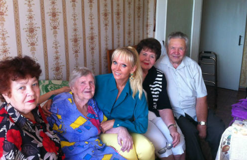 Тетя Валентина Савельевна, бабушка Валентина Дмитриевна, Валерия, мама Галина Николаевна, дядя Владимир Николаевич
