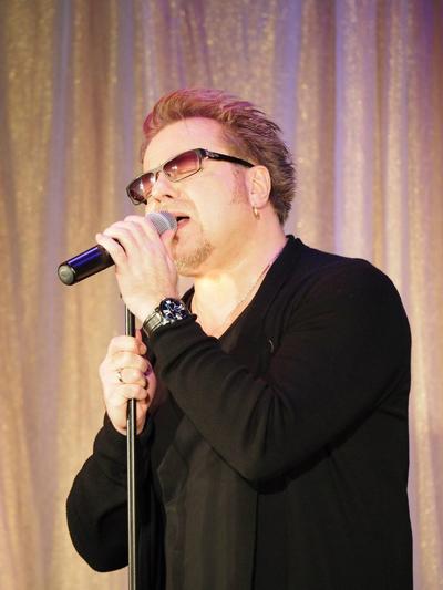 Владимир Пресняков исполнил несколько песен, в том числе из репертуара Пугачевой