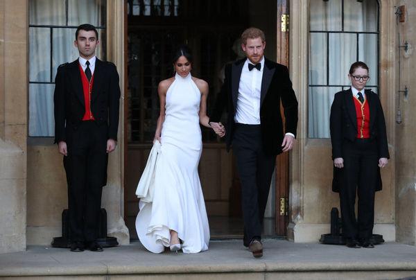 После венчания Меган переоделась в платье Стеллы Маккартни, также одевшей ее маму, Амаль Клуни и Опру Уинфри