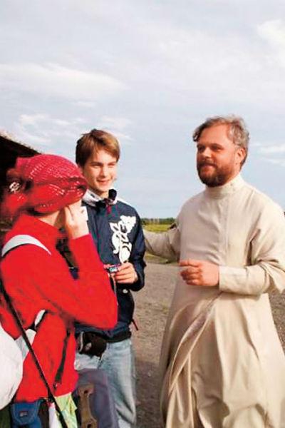 В экспедиции со служителем Соловецкого монастыря отцом Николаем и одноклассницей Алесей, июль 2006 года