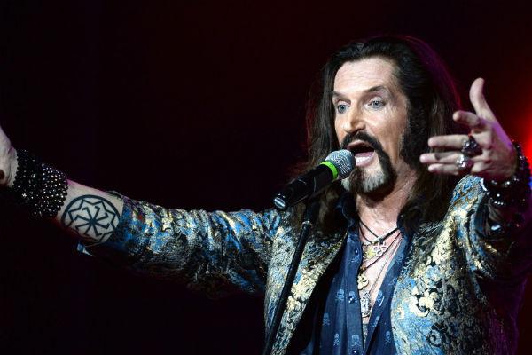 Помимо актерской и политической деятельности, Никита часто выступает на сцене в качестве певца