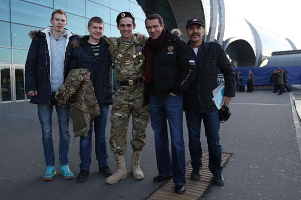 Из армии парня встречали друзья