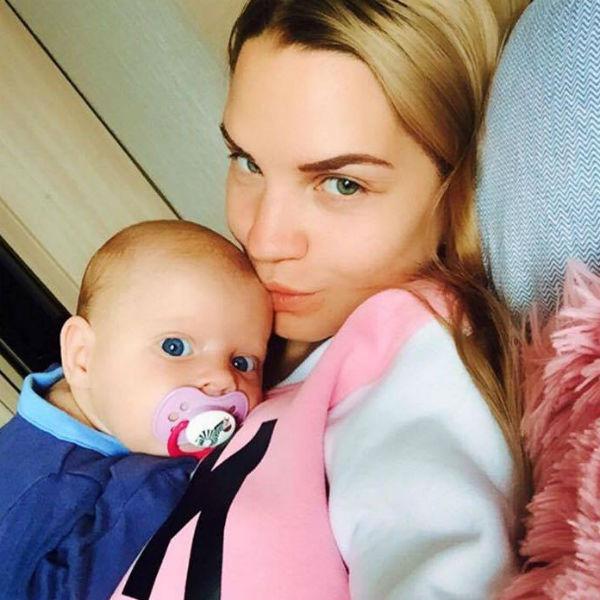 Сафронова наслаждается материнством