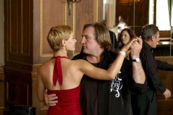 Чувственный танец с актрисой Сесиль де Франс в фильме «Когда я был певцом» 2006 года