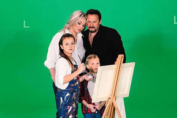 Жена и дочки артиста — в клипе «Наши дети», который он снял вместе с Сергеем Жуковым