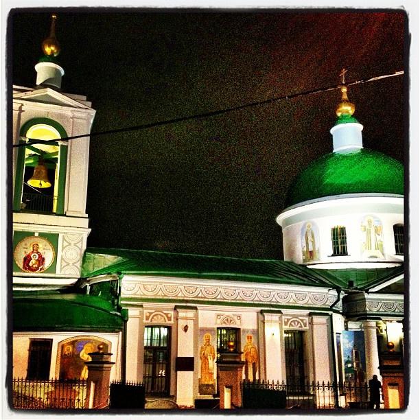 В церковь в эту праздничную ночь отправился и VJ MTV Александр Анатольевич