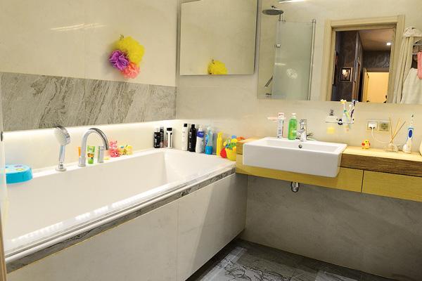 Ванная выполнена в стиле минимализма