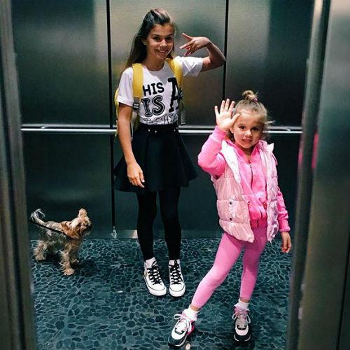 Маленькие Алина и Моника во всем поддерживают маму и искренне желают ей личного счастья