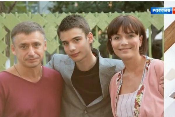 Сын Семеновой Никита прекрасно общается с отцом