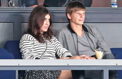 Алиса и Андрей на хоккейном матче. Сентябрь, 2013 год