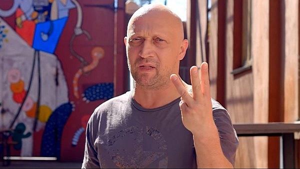 Гоша Куценко снялся в клипе на песню ЕVгеники Дидюля «Мигалки»