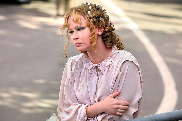 На Юлии Пересильд платье, в котором в 1981 году Гурченко снималась в фильме «Любимая женщина механика Гаврилова»