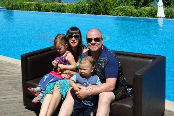 Сергей Селин счастлив в браке с молодой супругой, и ради нее старается следить за собой