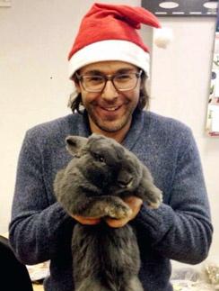 Андрей Малахов и кролик Валера поздравляют читателей «СтарХита» с Новым годом