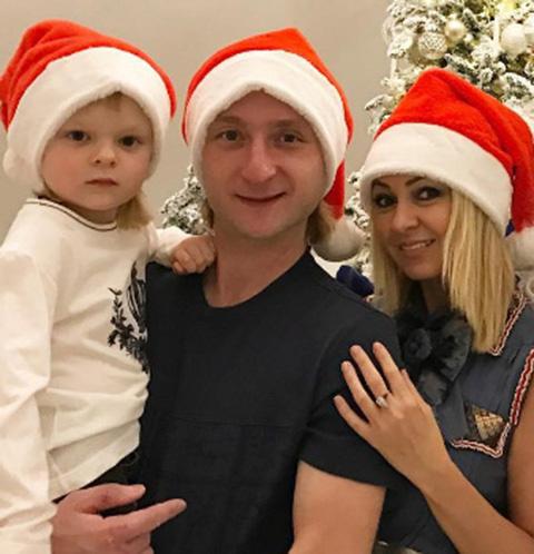 Яна Рудковская с мужем Евгением Плющенко и сыном Сашей
