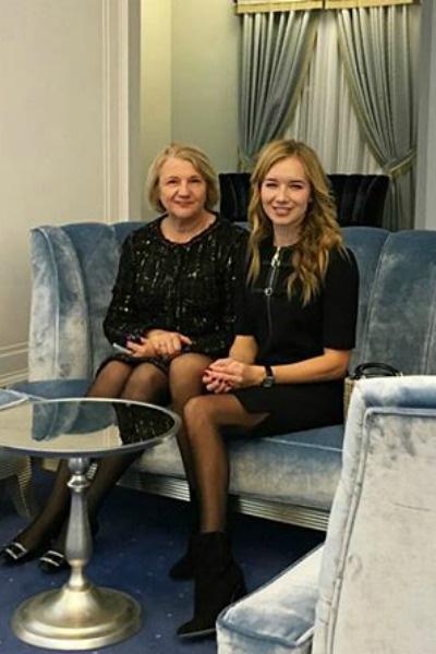 В Новосибирске девушку сопровождала мама