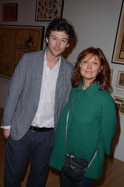 Сьюзан Сарандон сияет рядом с Джонатаном Бриклином