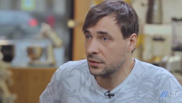 Евгений Цыганов крайне редко дает интервью и не любит позировать фотографам