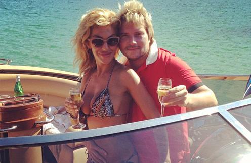 На Сардинии пара сняла яхту и отправилась в романическую поездку