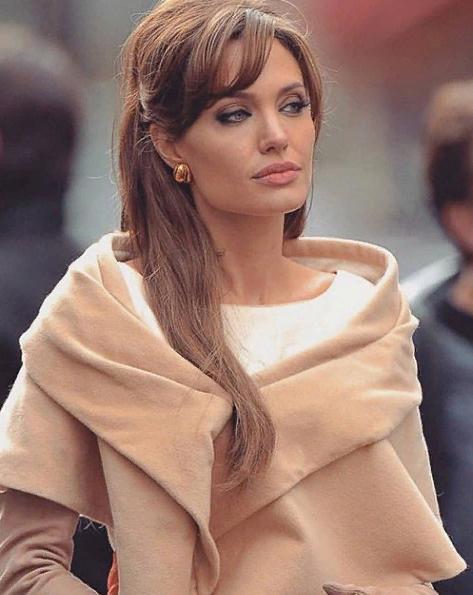 И без того стройная Джоли всеми силами пытается скинуть якобы лишний вес