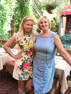 Анна Семенович с мамой Татьяной Дмитриевной на праздновании дня рождения