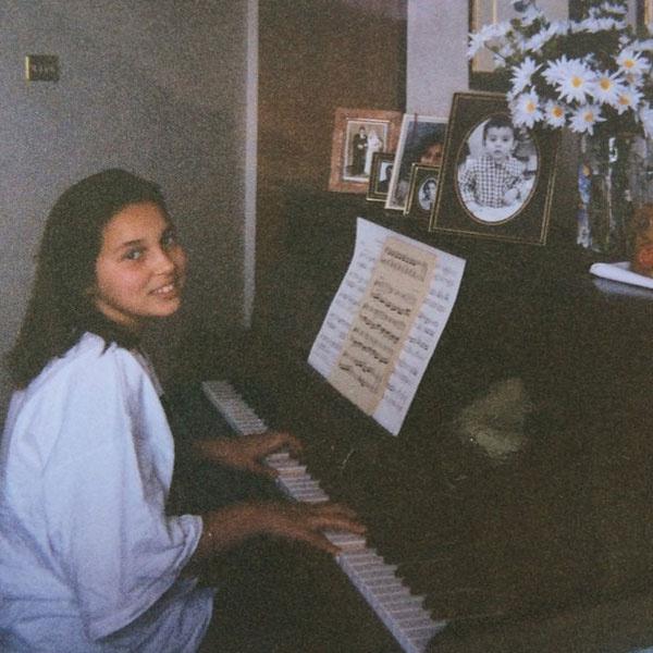 Алсу занимается, снимок 1995 года