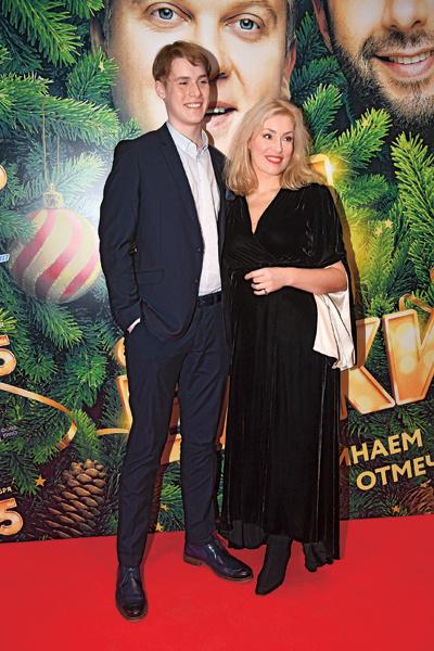 Мария со старшим сыном – 20-летним Макаром Касаткиным