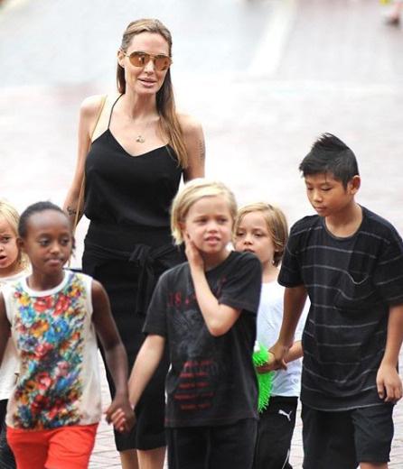 У бывших супругов шестеро совместных детей